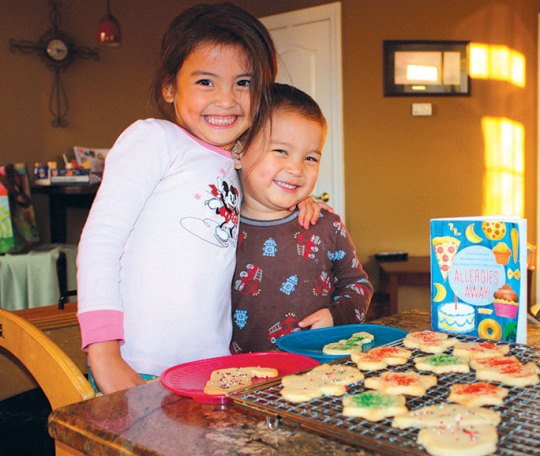 Gracie and her brother Eli bake allergy-friendly cookies